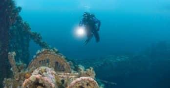 diving flashlights